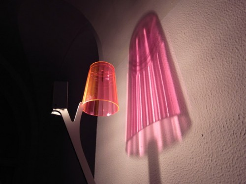 Lamp That Casts A 3d Shadow